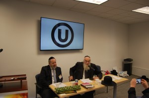 Rabbi Belsky answering questions at a kashruth panel.